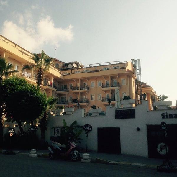 6/29/2015 tarihinde Can (Σακίρ τζαν) Χ.ziyaretçi tarafından Sinatra Hotel'de çekilen fotoğraf