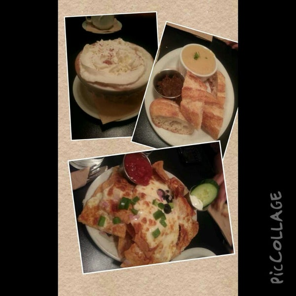9/12/2013 tarihinde Amina M.ziyaretçi tarafından Café Lézard'de çekilen fotoğraf