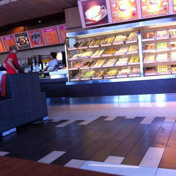 Photo taken at Dunkin' Donuts by Adiputra W. on 5/20/2014