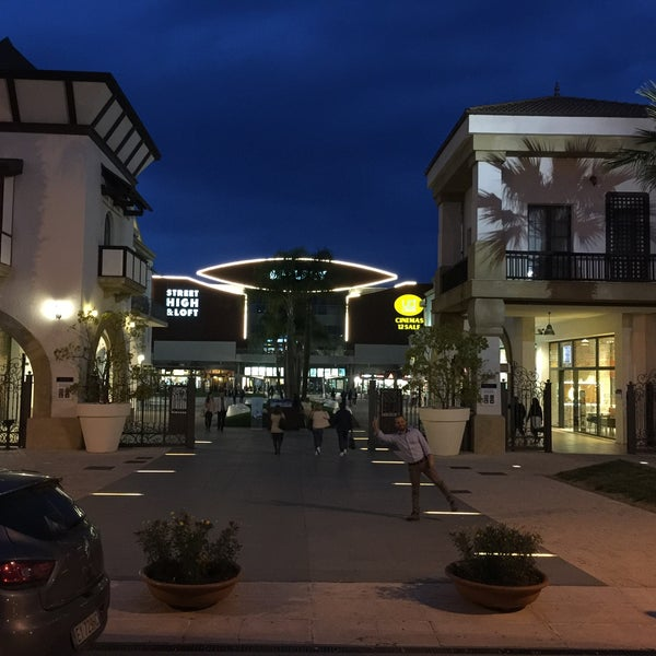 Photo taken at Fashion District - Molfetta Outlet by Rò on 4/22/2016