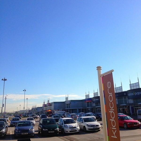 รูปภาพถ่ายที่ Parkgate Shopping Centre โดย Robbo เมื่อ 9/9/2013