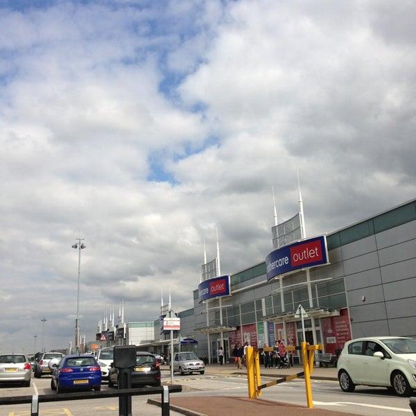 รูปภาพถ่ายที่ Parkgate Shopping Centre โดย Robbo เมื่อ 9/3/2013