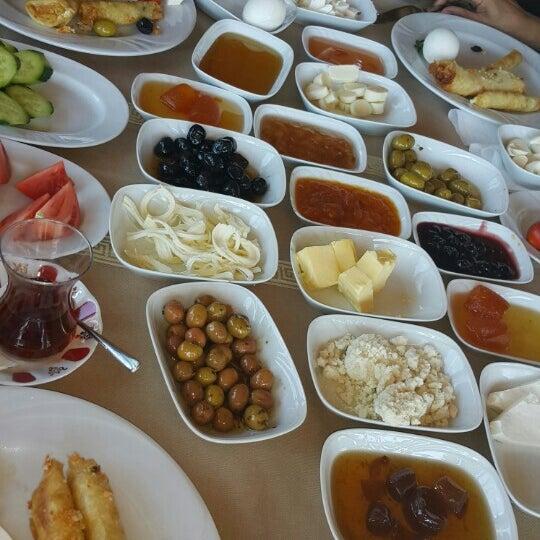 Photo taken at Körfez Aşiyan Restaurant by Demet✌ on 9/25/2015