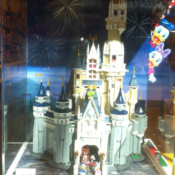 Photo taken at LEGO Store by Hsin 2. on 9/12/2016