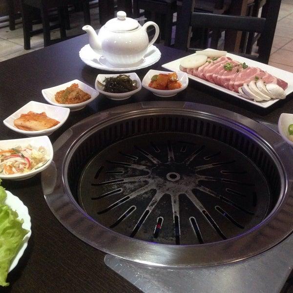 Снимок сделан в Korean BBQ гриль пользователем Katherine A. 4/7/2016