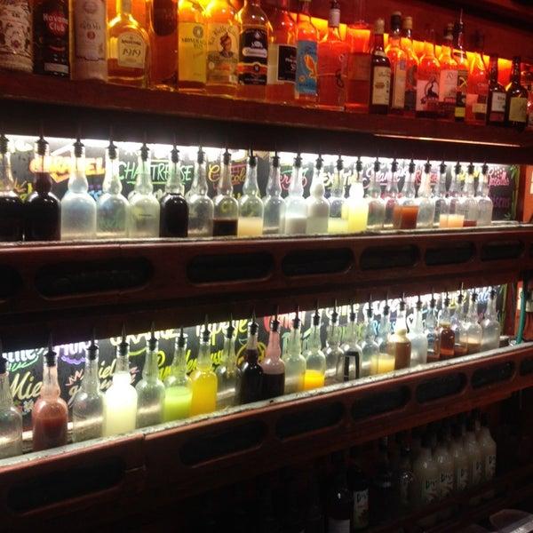 La taverne du perroquet bourr bar in griffon royale for Cocktail perroquet