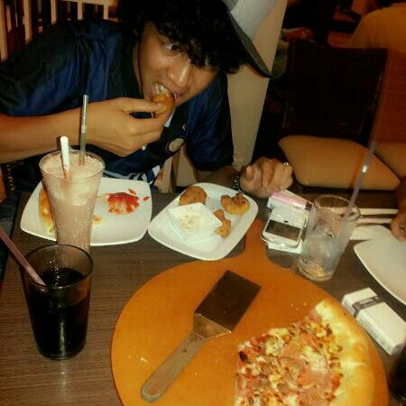 Photo taken at Pizza Hut by dayat u. on 1/4/2014