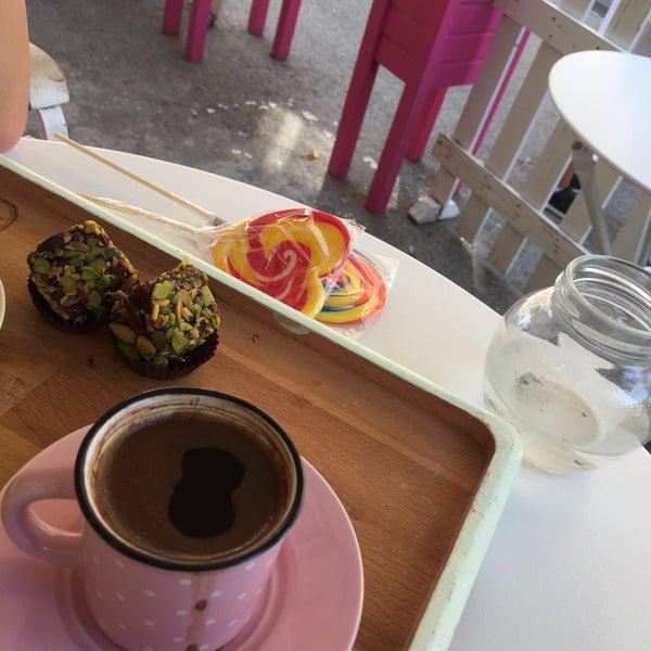 Foto diambil di Büyükada Şekercisi Candy Island Cafe Patisserie oleh Asll Y. pada 9/10/2017