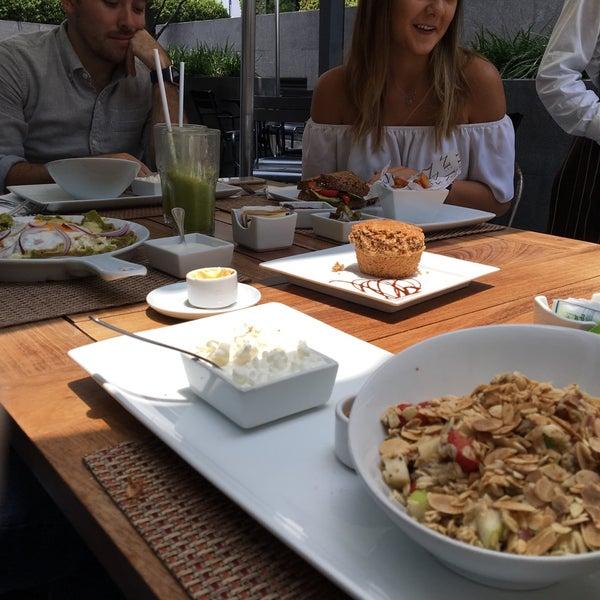 Foto tomada en Peponne Healthy Food & Bakery por Ana Pao A. el 8/21/2016