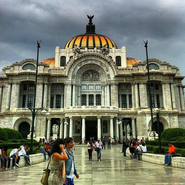 Foto tomada en Palacio de Bellas Artes por Daniel el 7/25/2013