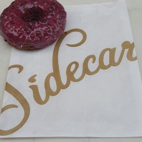 Photo prise au Sidecar Doughnuts & Coffee par alyne t. le6/17/2018
