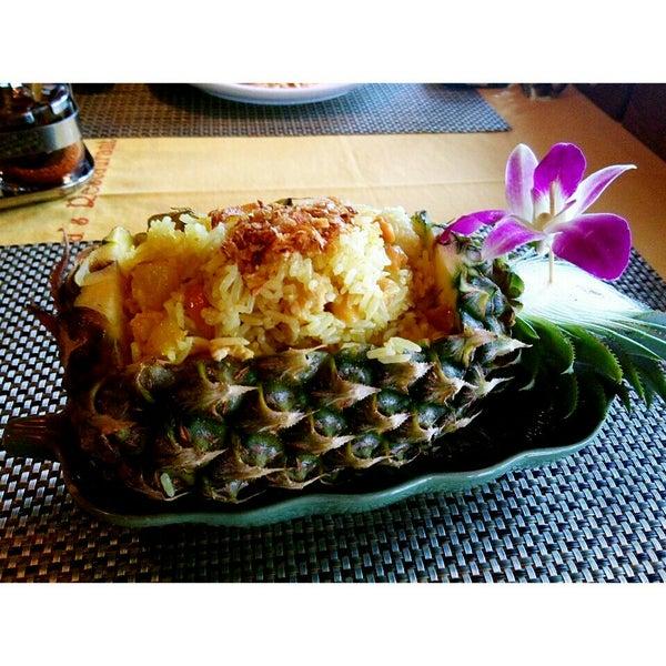 Снимок сделан в Tanta's Thai Restaurant пользователем Angela S. 7/19/2015