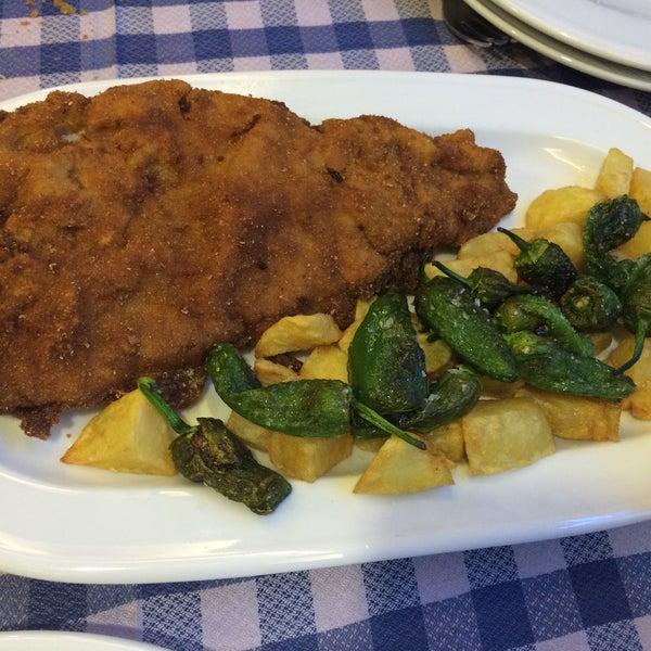 Foto tomada en Carlos Tartiere Restaurante Sidrería por Maru V. el 12/5/2014