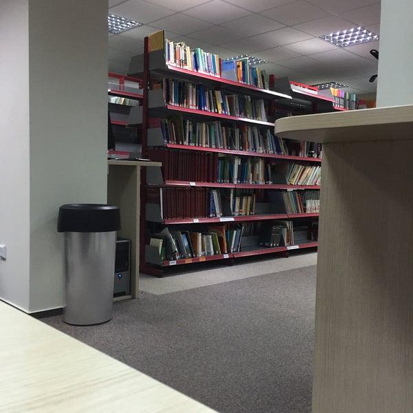 รูปภาพถ่ายที่ European University Cyprus โดย Val E. เมื่อ 1/14/2015