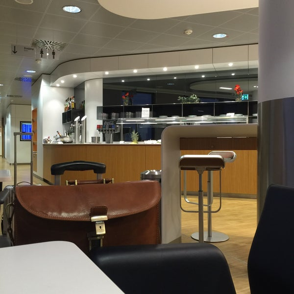 Foto tirada no(a) Lufthansa Senator Lounge por simon l. em 9/14/2016
