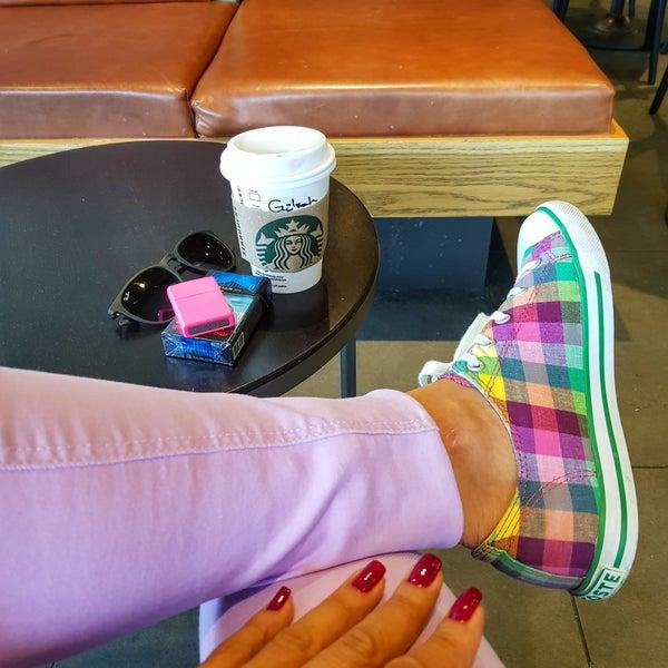 Снимок сделан в Starbucks пользователем Gülşah Ö. 9/11/2018