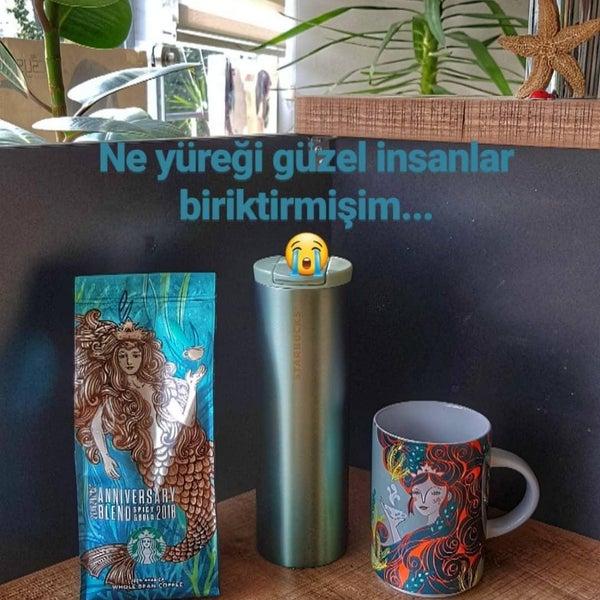 Снимок сделан в Starbucks пользователем Gülşah Ö. 10/10/2018