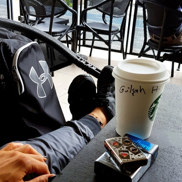 Снимок сделан в Starbucks пользователем Gülşah Ö. 10/2/2018
