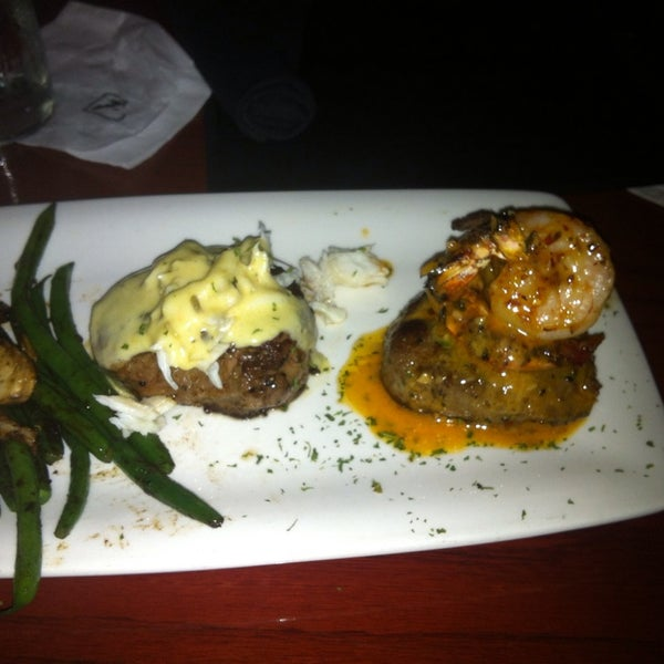 Photo taken at Fleming's Prime Steakhouse & Wine Bar by Andy K. on 9/21/2013