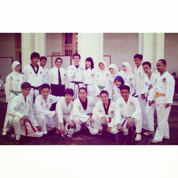 Photo taken at Fakultas Kedokteran Universitas Indonesia by azzam on 1/9/2014
