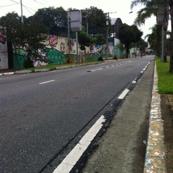 Photo taken at Avenida Presidente Kennedy by Rodolfo M. on 4/13/2014