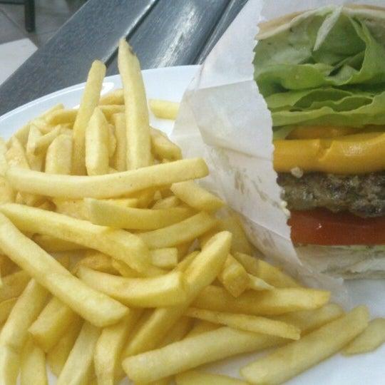 Foto tirada no(a) Brasil Burger por Filipe O. em 9/12/2013