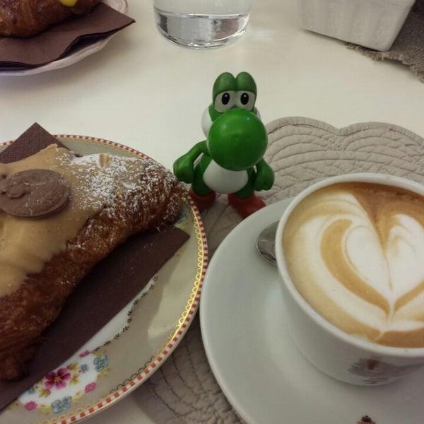3/15/2014에 Mc Y.님이 Antonella Dolci e Caffé에서 찍은 사진