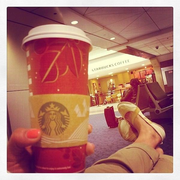 Photo taken at Starbucks by Vita P. on 12/30/2013