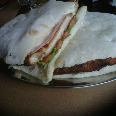 Foto tomada en Central de Pizzas por Juan Pablo A. el 10/20/2012