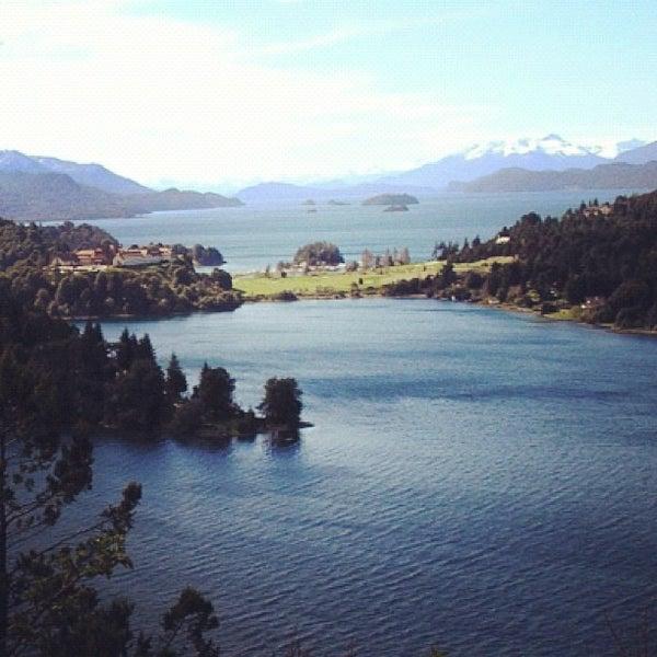 รูปภาพถ่ายที่ Llao Llao Hotel & Resort โดย Zé Renato C. เมื่อ 9/22/2012