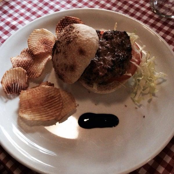 Foto tomada en Restaurante Italiano Emma y Julia por Ismael A. el 11/22/2013