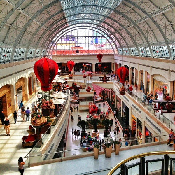 Photo taken at Shopping Iguatemi by Eduardo C. on 12/20/2012
