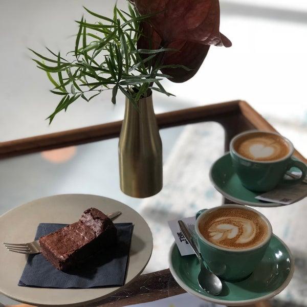 الكابتشينو والقهوة المستخدمة مره لذيذة ❤️ والبراوني بالتوت كلام ثاني 🙏🏻