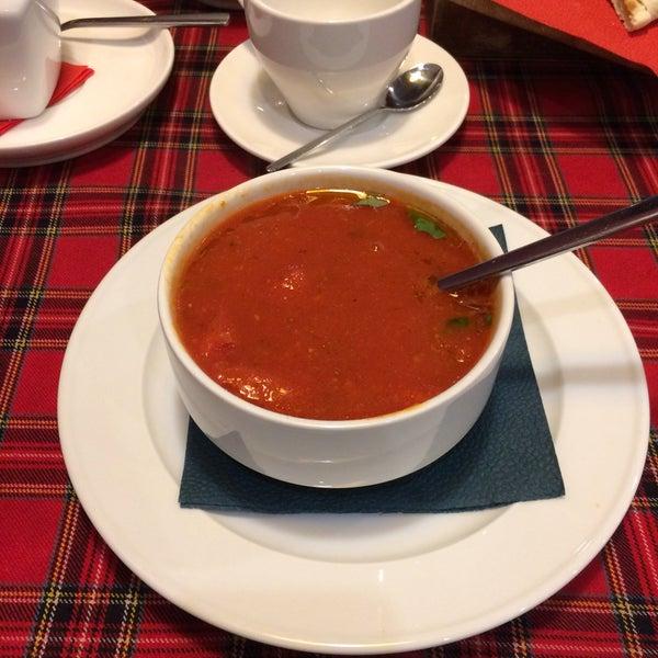 Здесь хорошо все! Здесь очень вкусно, здесь очень приятно, здесь замечательно настолько, что однажды мы с женой приехали из Санкт Петербурга здесь поужинать.