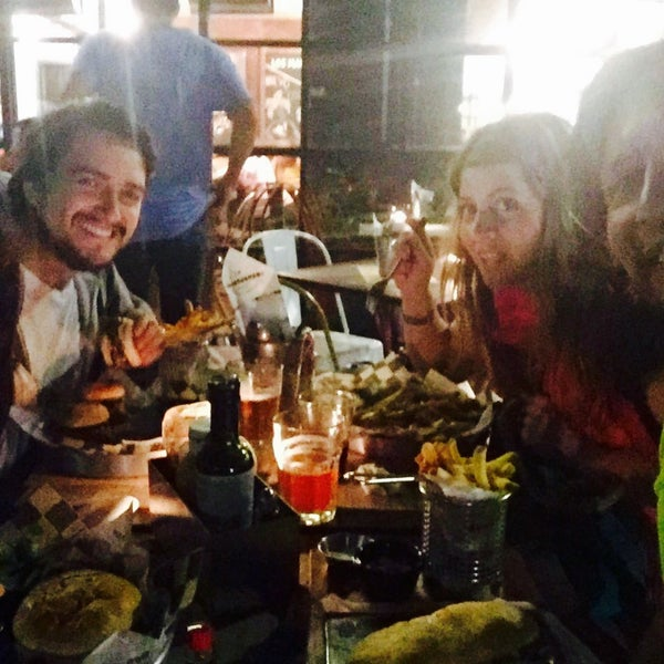 Foto tomada en La Maestranza Sandwich & Burger Bar por Lorena C. el 3/13/2016