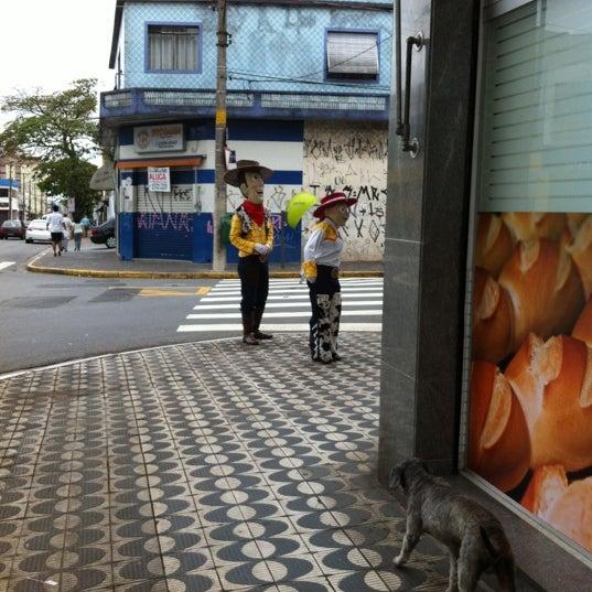 Foto tirada no(a) Padaria Crillon por Raquel S. em 10/12/2012