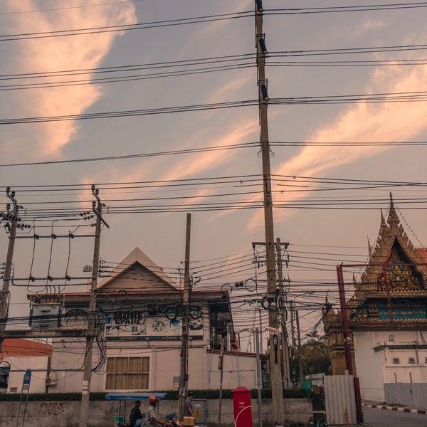 Photo taken at BRT วัดปริวาส (Wat Pariwat) by Supakij P. on 3/13/2017