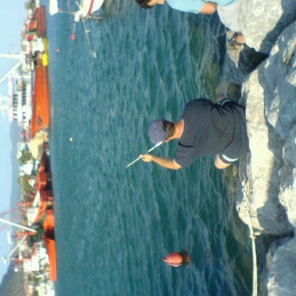 10/14/2013 tarihinde Emin Ş.ziyaretçi tarafından Küçükkuyu Limanı'de çekilen fotoğraf
