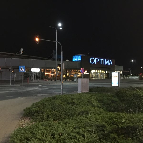 Photo taken at Atrium Optima by Oliver L. on 6/13/2016