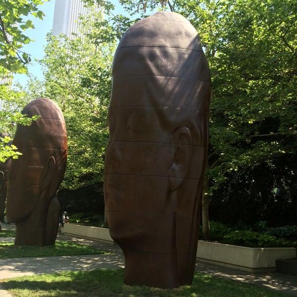 Photo taken at Sculpture Garden - Art Institute of Chicago by 🔥ɖⓐNⓙƲι🔥 . on 6/25/2014