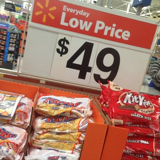 Photo taken at Walmart Supercenter by 🔥ɖⓐNⓙƲι🔥 . on 10/17/2012