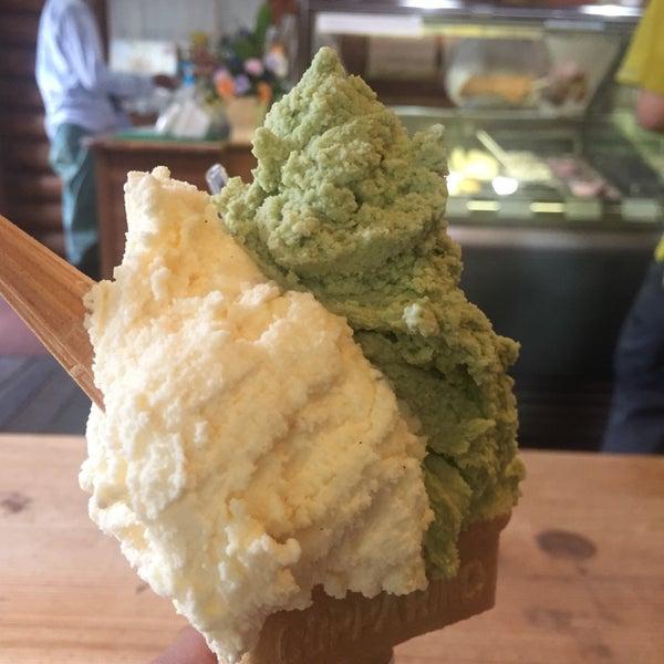 アイスクリームは山盛りだけどさっぱりしているから食べられます。ヘーゼルナッツが美味しい!