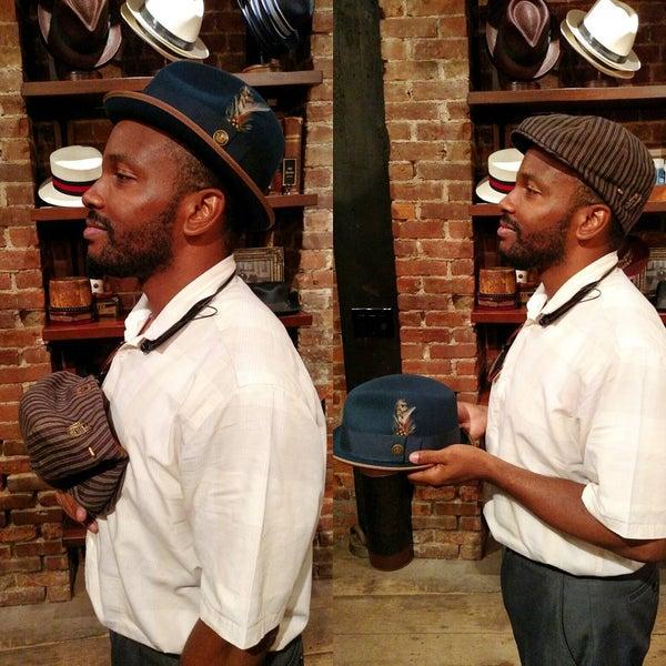 Снимок сделан в Goorin Bros. Hat Shop - West Village пользователем Calvin W. 8/21/2015