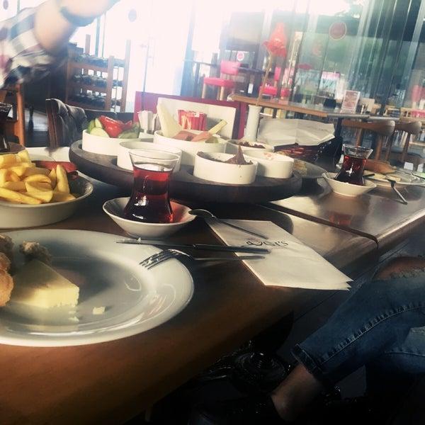 10/1/2016 tarihinde Hndn S.ziyaretçi tarafından Ugi's Cafe & Bistro'de çekilen fotoğraf