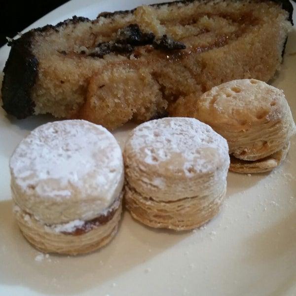 11/2/2014 tarihinde Nancy W.ziyaretçi tarafından Argentina Bakery'de çekilen fotoğraf