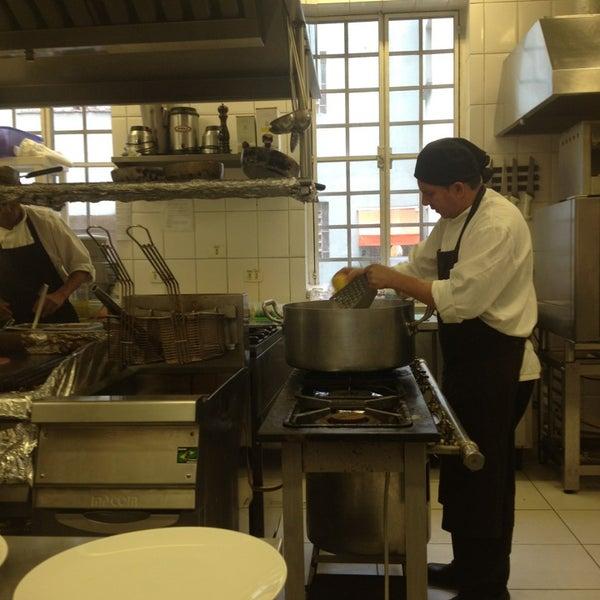 Foto tirada no(a) Zeffiro Restaurante por Leonardo C. em 3/19/2013