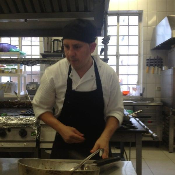 Foto tirada no(a) Zeffiro Restaurante por Leonardo C. em 3/5/2013