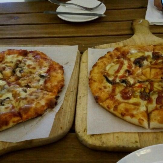 Photo taken at Pizzaiola by Carmynn d. on 4/9/2016