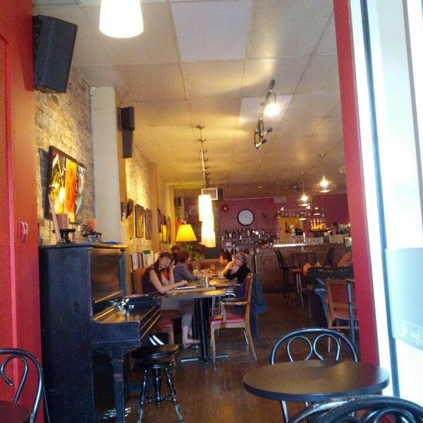 8/4/2013 tarihinde Steven W.ziyaretçi tarafından Café Lézard'de çekilen fotoğraf
