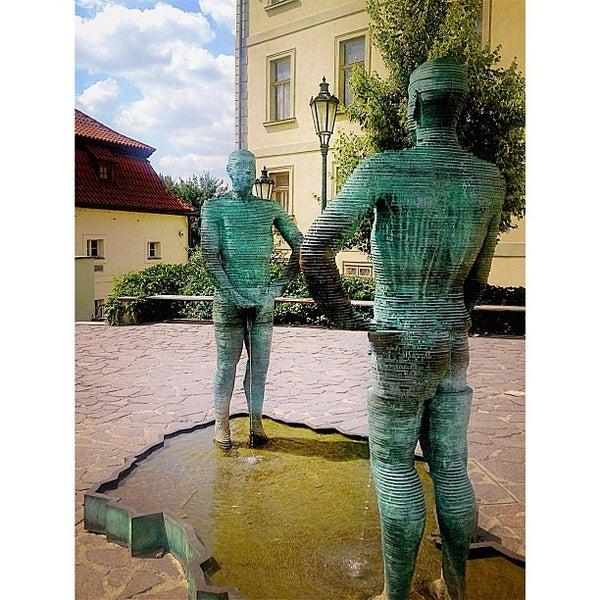 7/14/2013 tarihinde Merve İ.ziyaretçi tarafından Franz Kafka Museum'de çekilen fotoğraf